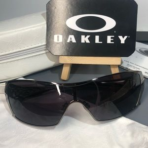 Oakley ~ Dart ~ Sunglasses w/Case